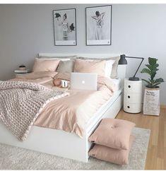 50 pink bedroom decor that you can try rosa Schlafzimmer Dekor, das Sie selbst. Pink Bedroom Decor, Dream Bedroom, Home Bedroom, Pastel Bedroom, Bedroom Themes, Bedroom Yellow, Bedroom Goals, Design Bedroom, Bedding Decor