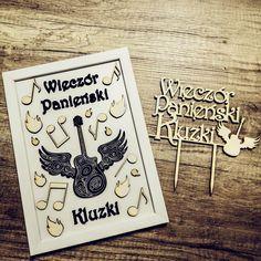 Coś nam mówi, że to była szalona noc 😈💃👯  Pamiątkowa ramka do składania podpisów oraz topper na tort do kompletu.  #wieczórpanieński #wieczorpanienski #panienski #teambride #bride #bridetobe #pannamloda2019 #bachelorette #henparty #slub2019 # świadkowa #swiadkowa #party #fun #rock #rockowy #ramka #pamiątka #topper #caketopper #toruń #gravergifts