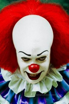 Pennywise The Clown( Stephen King's I.T) played by Tim Curry Clown Cirque, Gruseliger Clown, Clown Horror, Es Der Clown, Creepy Clown, Horror Icons, Horror Art, Scary Movies, Horror Movies