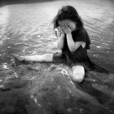 SASHA-sad-girl-black-and-white-photography-Kids-kellys-fun-pics-lena-ibravo-cute-kids_large.jpg picture by Cinfulbunz - Photobucket