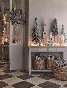 Christmas Interiors, Christmas Room, Merry Little Christmas, Rustic Christmas, Christmas Wreaths, Christmas Crafts, English Christmas, Winter Home Decor, Diy Home Decor