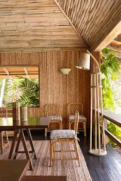 Tropical House design - On the Caribbean island of Mustique, interior designer Veere Grenney has redesigned a bamboo house that is a study in neutrals and natural materials, set off by the green of the palms outside and the glorious blue of the ocean Bamboo House Design, Tropical House Design, Tropical Houses, Tropical Style, Bamboo Building, Deco Restaurant, Bamboo Structure, Bamboo Construction, Bamboo Architecture