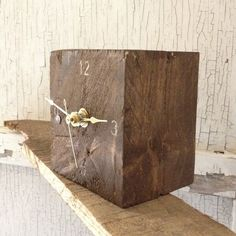 Small Reclaimed Pallet Clock. $15.00, via Etsy. Crafty Projects, Diy Wood Projects, Woodworking Projects, Diy Clock, Clock Decor, Rustic Crafts, Wooden Crafts, Pallet Clock, Wood Block Crafts