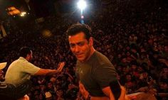 Normal crowd outside Salman Home