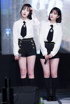 Yuju y Eunha - Gfriend School Girl Outfit, Girl Outfits, G Friend, Entertainment, Spring Fashion Trends, Cute Asian Girls, Girl Bands, Hot Dress, Hot Pants