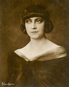 ↢ Bygone Beauties ↣ vintage photograph of Asta Nielsen