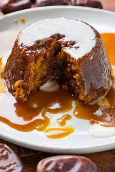 A traditional, easy to make, English sticky toffee pudding with a sponge date cake topped with a homemade toffee sauce! : A traditional, easy to make, English sticky toffee pudding with a sponge date cake topped with a homemade toffee sauce! English Dessert Recipes, Fall Dessert Recipes, Köstliche Desserts, Delicious Desserts, Healthy Desserts, British Desserts, Sticky Toffee Pudding Cake, Toffee Cake Recipe, Caramel Pudding