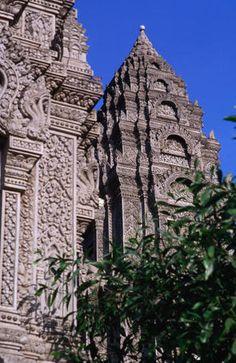 Stunning Khmer architecture at Wat Ounalom in Phnom Penh, #Cambodia. #Travel #Architecture