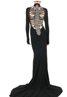 56 Classy Halloween Wedding Dress Ideas to Makes You Look Stunning - VIs-Wed Classy Halloween Wedding, Halloween Wedding Dresses, Goth Wedding Dresses, Dark Fashion, Gothic Fashion, Sweet Fashion, Skeleton Dress, Dragon Skeleton, Mode Sombre