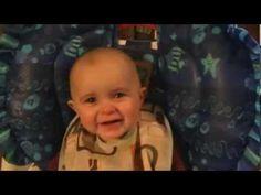 Un bébé ému aux larmes quand sa maman lui chante une chanson