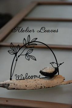流木・welcome 鳥の巣バージョン - ワイヤークラフト Diy Crafts Tools, Wire Crafts, Wooden Crafts, Bead Crafts, Diy And Crafts, Cursive Words, Copper Wire Art, Art Fil, Driftwood Crafts