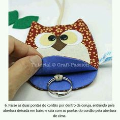 Owl Key Pouch - Free Sewing Pattern Get the Free Pattern & tutorial on How-To sew this adorable Owl Key Pouch / Holder to keep your key cozy inside it's belly. Sewing Hacks, Sewing Crafts, Sewing Projects, Sewing Patterns Free, Free Sewing, Pattern Sewing, Free Pattern, Pouch Pattern, Appliques Au Crochet