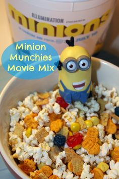 #Minions Munchies Movie Snack Mix - a fun snack mix to the movies or for on the go! #despicableme #kidfriendly