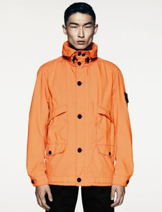 43132 3D COTTON TELA Jacket in an exclusive three-dimensional appearance fabric, obtained by laminating an ultra-light cotton layer to a honeycomb pattern polyester mesh.  Garment dyed with the addition of a special agent to the dyeing recipe makes the garment anti-drop. http://www.stoneisland.com/experience/it/6015-stone-island-pe014_colours_video/