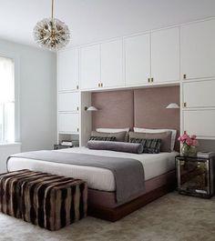 Platsbyggd garderob runt sängen är både snyggt och praktiskt. Kanske har ni ett litet sovrum där det till och med inte får plats med några garderober eller annan förvaring så som byråer? Då skulle…