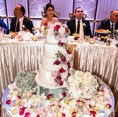 An amazing #WeddingReception at #ConcaDoro with a #Cake to match! #HappeningNow #VenueTour #NavarraVenues #Congratulations #Celebrations #WeddingReceptions #SydneyEvents