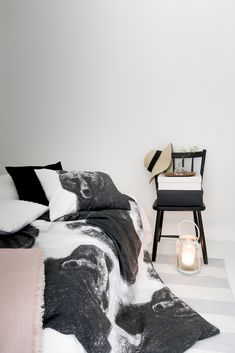 Gorgeous Finnish wild animals decorate the Fauna products designed by Lasse Kovanen. Karhu (Bear) duvet cover is cm in size and the pillow case is cm. Both made of 100 % cotton, they are machine-washable at 60 degrees.