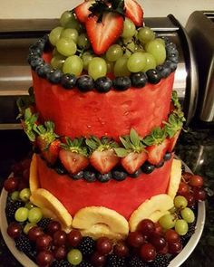 watermelon cake made the main part watermelon and then add your blueberries around the edge of the watermelon and grapes and strawberries and so on yummy Fruit Cake Watermelon, Fresh Fruit Cake, Watermelon Recipes, Fruit Recipes, Watermelon Designs, Summer Recipes, Creative Cakes, Creative Food, Creative Desserts