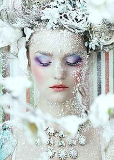 White part of the makeup  011NANCYFINA-BEAUTY-WINTER