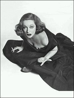 Tallulah Bankhead...? That is what the caption said when I pinned this, but I think it is Betty Davis.  ak