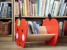DIY-Anleitung: Bücherregal in Apfelform für Kinder selber bauen, Regal fürs Kinderzimmer, Buchregal / DIY-tutorial: crafting a childrens book shelf in the shape of an apple, shelf for kids room, book shelf via DaWanda.com