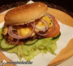 Cheddar, Hamburger, Food And Drink, Chicken, Ethnic Recipes, Cheddar Cheese, Hamburgers, Burgers, Cubs
