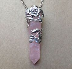 Floral Wrap Rose Quartz Necklace « Evil Pawn Jewelry Why is the bolded title so weird. Bijoux Design, Schmuck Design, Jewelry Design, Crystal Jewelry, Crystal Necklace, Gemstone Jewelry, Cute Jewelry, Jewelry Accessories, Jewelry Necklaces