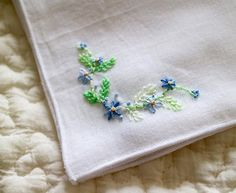 ハンカチ 小さなモチーフですが、裏が付けられないので裏の糸にも気を使います . #刺繍 #刺しゅう #embroidery #handembroidery #ハンカチ #handkerchief