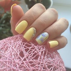 Simple Yellow Studded Nails. This nail art design is such an inspiration for all those who are in search for something yellow-ish and pretty amazing.