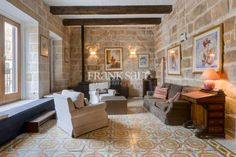 Vittoriosa, Converted House of Character