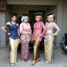 Inspirasi kebaya hits dari @rossyanadesysoecipto  Thankyou for sharing  . Bagikan model kebaya dan gaun hits kamu  tag ke  @kebayahits Dgn hastag  #kebayahits . NB:  Model kebaya/dress nya harus kelihatan jelass!  Yg NAMA IG nya RIBETTTT gak bakal di repost! . #kebaya #kebayabridesmaid #kebayahamil #pasupasu #dresskebaya #kebayagaun #kebayamodern #inspirasikebaya #kebayahijab #kebayaindonesia #batik #batak #bataktoba #kebayapengantin #kebayapendek #bataknese #kebayadress #karonese #batakness…