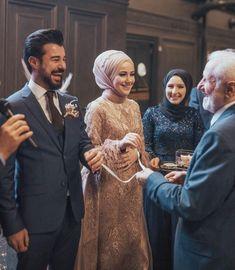 Sabret ki herşey gönlünce olsun🙏🏻♥️ Maşallah demeyi unutmayın olur mu 😍 Muslimah Wedding Dress, Muslim Wedding Dresses, Hijab Bride, Muslim Dress, Dream Wedding Dresses, Cute Muslim Couples, Cute Couples, Wedding Hijab Styles, Islam Marriage