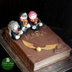 #cake #harrypotter #madewithjoy #paula #paulamoldovan #dolcepaula #atelierdedulciurisiflori Harry Potter, Sweets, Cake, Desserts, Food, Tailgate Desserts, Deserts, Gummi Candy, Candy