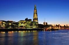 O Shard é o edifício mais alto da Europa Ocidental, e é a mais nova atrações de Londres. Lá de cima você tem vista privilegiada de 360 graus da cidade, podendo contemplar a Ponte da Torre, a Torre de Londres e o London Eye. #shard #londres #viagem #vistapanoramica