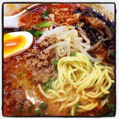 木村屋の味噌担々麺で麺活。期間限定メニューでこれがかなりの美味。あまり濃くもなくすっと食べれながら軽くピリッと花山椒もぴりりと絶妙!