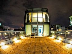 Stunning Quartermile Penthouse Edinburgh Located 300 metres from University of Edinburgh and 600 metres from Edinburgh Festival Theatre, Stunning Quartermile Penthouse offers accommodation in Edinburgh. Offering free private parking, the apartment is 700 metres from Edinburgh Castle.
