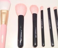 #pinkmakeupbrushes #loveit #makeuptools