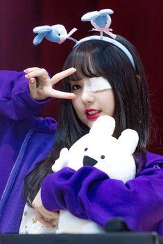 Gfriend Time For The Moon Night Fansign Cr: owner Heizesh South Korean Girls, Korean Girl Groups, Jung Eun Bi, Fandom, Kawaii, Entertainment, G Friend, My Little Baby, Korean Celebrities