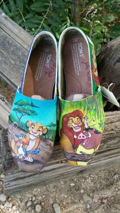 The Lion King Inspired painted shoes by TheEnchantedBrush on Etsy Disney Painted Shoes, Painted Canvas Shoes, Hand Painted Shoes, Painted Clothes, Cheap Toms Shoes, Toms Shoes Outlet, Disney Toms, Disney Outfits, Disney Clothes