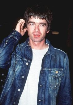 Noel Gallagher Young, Liam And Noel, Wonderwall, Playing Guitar, Rock Bands, Rock N Roll, Oasis, Style Icons, Style Me