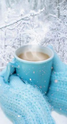 Good Morning ladies, it's a cold one 6 degrees and 7 chill factor, but it's nice and sunny!Going to have a cup of this! I Love Coffee, My Coffee, Coffee Cups, Tea Cups, Chocolate Caliente, Hot Chocolate, Good Morning Coffee, Coffee Recipes, Winter Christmas