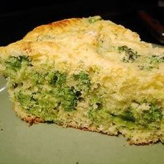 The classic broccoli and cottage cheese cornbread gets extra flavor from chopped sweet onion. Serve it as a side dish with all kinds of meats. Banana Cornbread Recipe, Broccoli Cheese Cornbread Recipe, Cornbread Recipe From Scratch, Cornbread Mix, Broccoli And Cheese, Cornbread Recipes, Traditional Cornbread Recipe, Spinach Bake, Baked Eggs