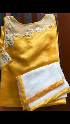 Salwar Neck Designs, Kurta Designs Women, Blouse Designs, Dress Designs, Embroidery Suits Design, Embroidery Dress, Hand Embroidery, Beaded Embroidery, Embroidery Stitches