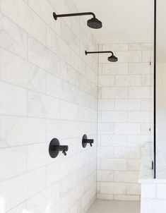 48 Best Farmhouse Shower Tiles Design Ideas - My Design Fulltimetraveler Ceramic Tile Bathrooms, Bathroom Floor Tiles, Shower Tiles, Shower Bathroom, Small White Bathrooms, Beautiful Bathrooms, Bathroom Lighting Design, Modern Bathroom Design, Half Wall Shower