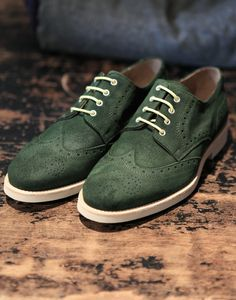 "landerurquijo:  The yellow laces are the touch""""Green brogue limited collection shoes by Lander Urquijo / Los cordones amarillos son la clave"", zapatos brogue de color verde edicion limitada de Lander Urquijo"