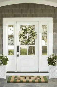 37 Gorgeous Farmhouse Front Door Ideas to Give Your Home a Makeover - The Trending House Front Door Entrance, Exterior Front Doors, Glass Front Door, Front Door Decor, Entry Doors, White Front Doors, Farmhouse Front Doors, Front Porch, Home Front Door