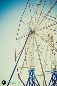 old and forgotten ferris wheel