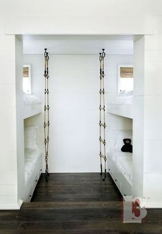 Love the ladders, would add an extra storage shelve on the back wall!