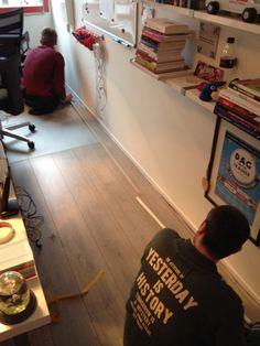 Op ons kantoor wordt hard gewerkt door de mannen die ons nieuwe netwerk komen aanleggen.