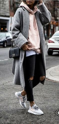 These trending Cute Outfit Ideas are perfect for this Winter. Stylish Outfit Ideas across the world. Suitable for Winter Style. Winter Outfits That Are Perfect and Cute.